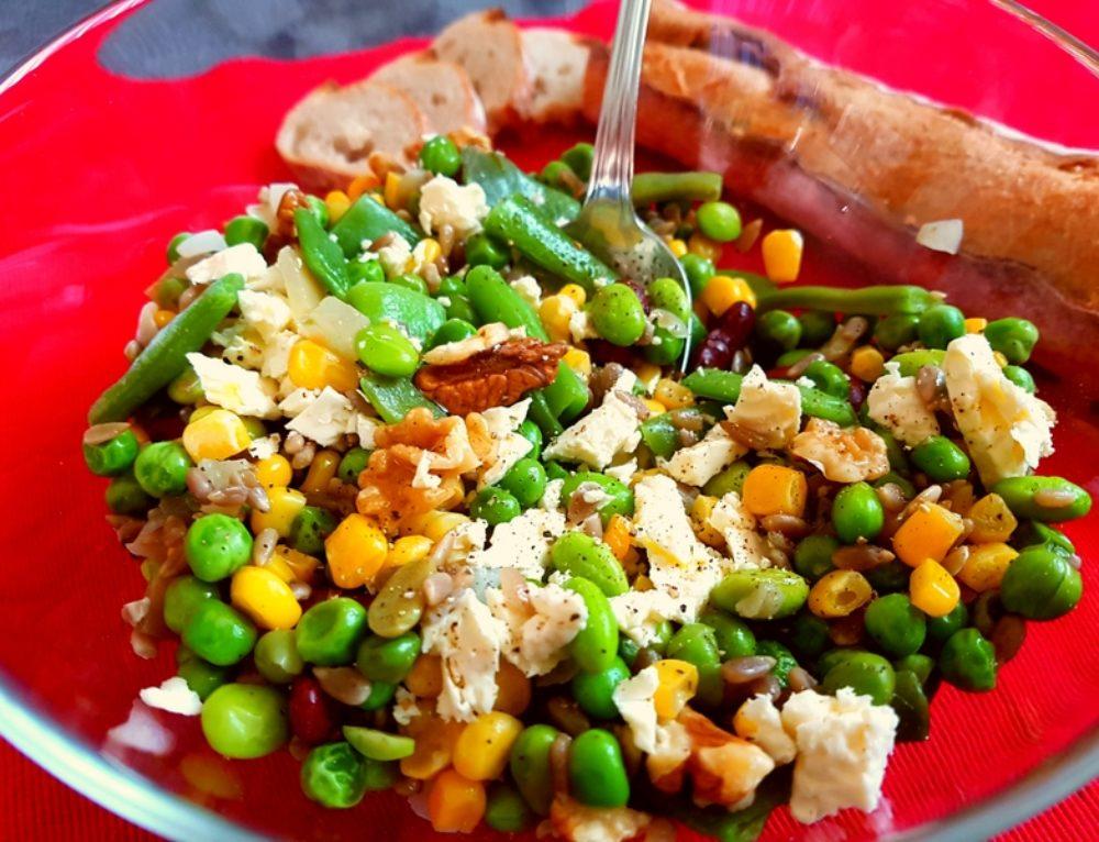 Salata wellness cu legume, nuci si branza