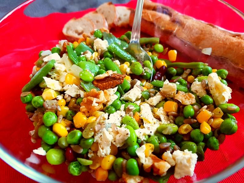 Reteta Salata wellness cu legume, nuci si branza
