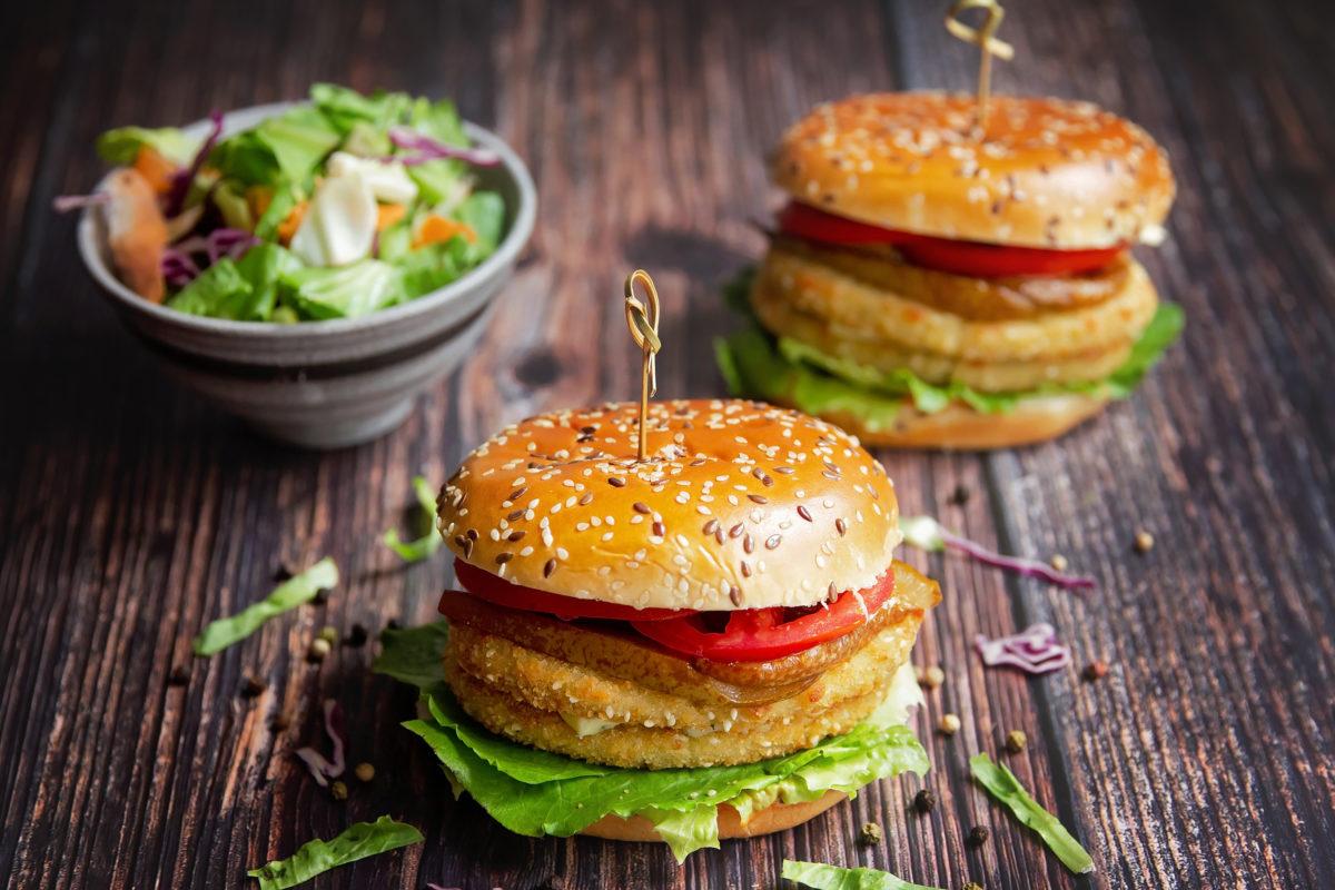 burger-din-conopida-cu-pere-caramelizate-reteta-l