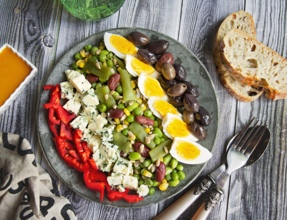 Salata Wellness cu boabe de soia, oua si masline – reteta