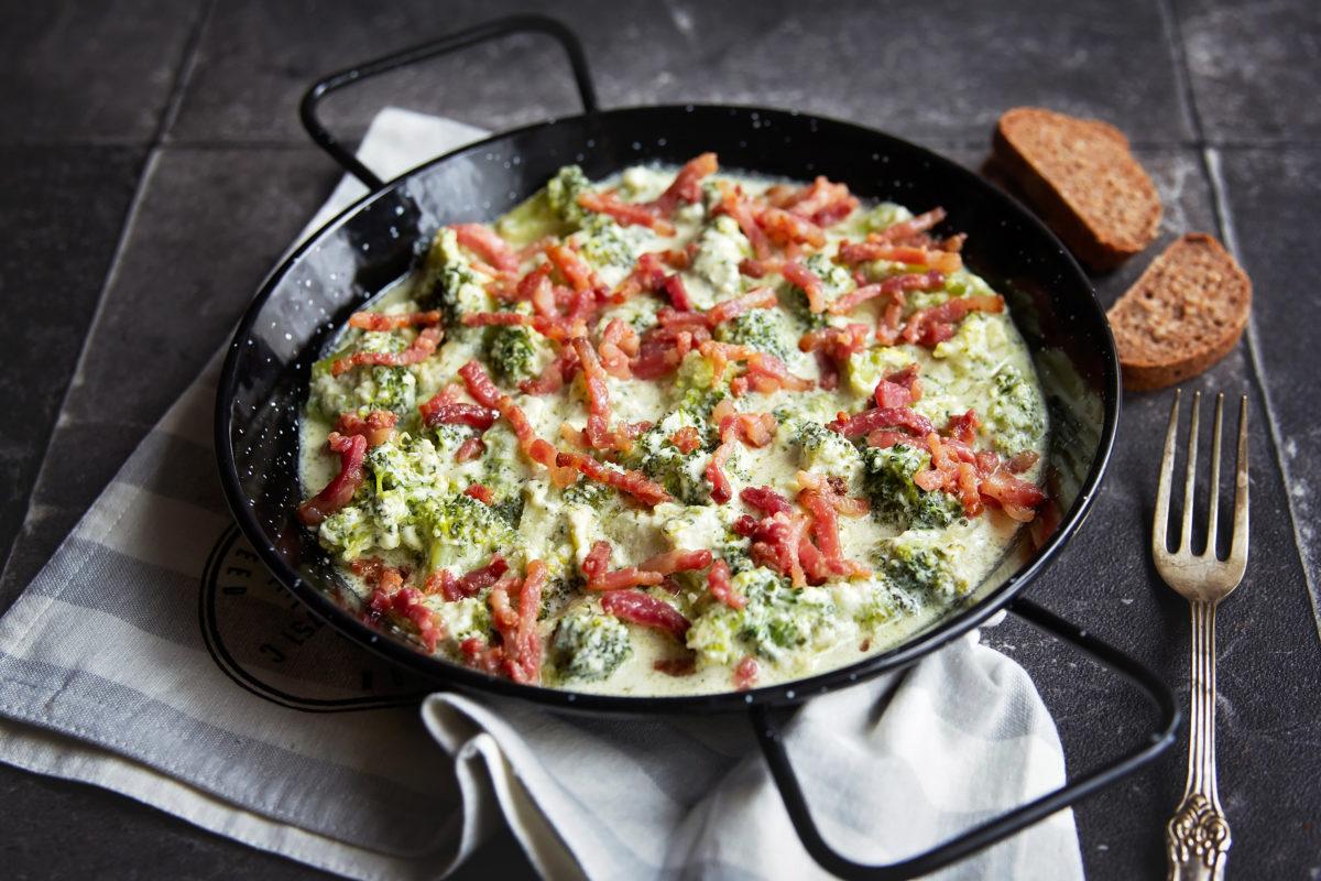 Reteta-broccoli-cu-sos-alfredo-L