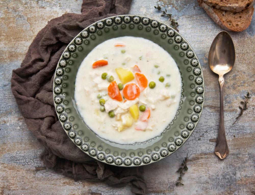 Supa de pui cu mazare si smantana – reteta