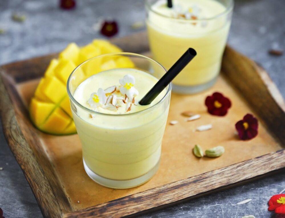 Mango Lassi, bautura indiana racoroasa – reteta