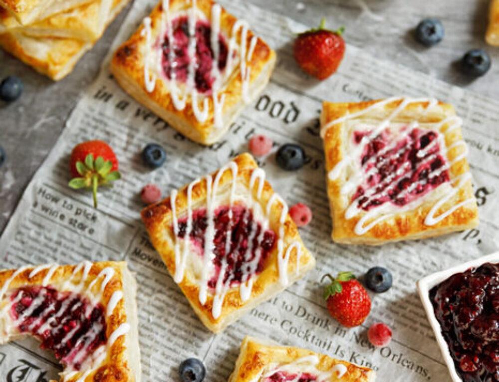 Mini tarte cu fructe de padure si branza – reteta